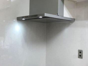 調理機器の刷新に合わせて壁も新しく